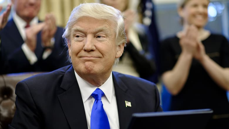 خلفان يحيي ترامب: كنا نظنك ضد المسلمين