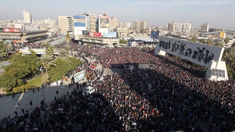 """الصدر يتوعد بـ""""رد أقوى للثوار"""" ويدعو المتظاهرين للانسحاب بعد الاشتباكات أمام المنطقة الخضراء"""