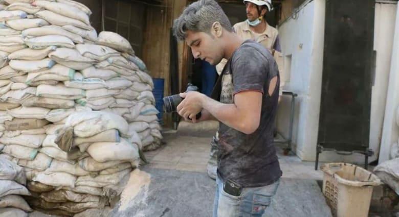 """سوري جازف بحياته ليصور """"الخوذ البيضاء"""""""