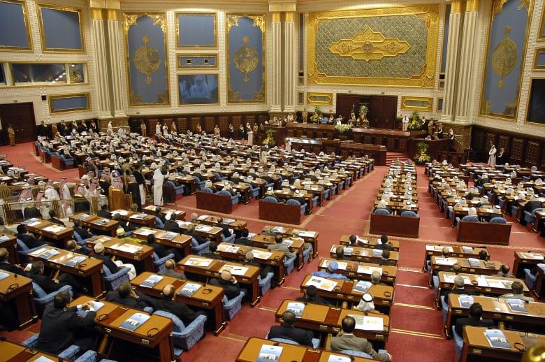"""السعودية: طرح قانون لمكافحة """"الهجرة الاستيطانية غير المشروعة"""" على مجلس الشورى.. كيف سيؤثر على الوافدين للمملكة؟"""