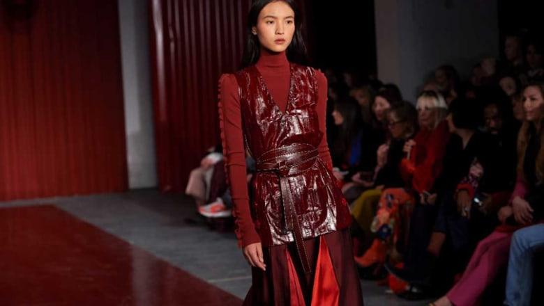 """الأزياء المحتشمة.. حركة """"نسوية"""" جديدة تغزو العالم وتمكن المرأة"""