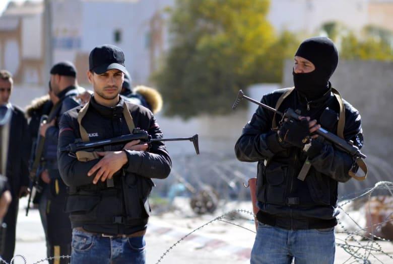 """مقتل رجل أمن """"وإرهابييْن"""" في هجوم على دورية أمنية بتونس"""