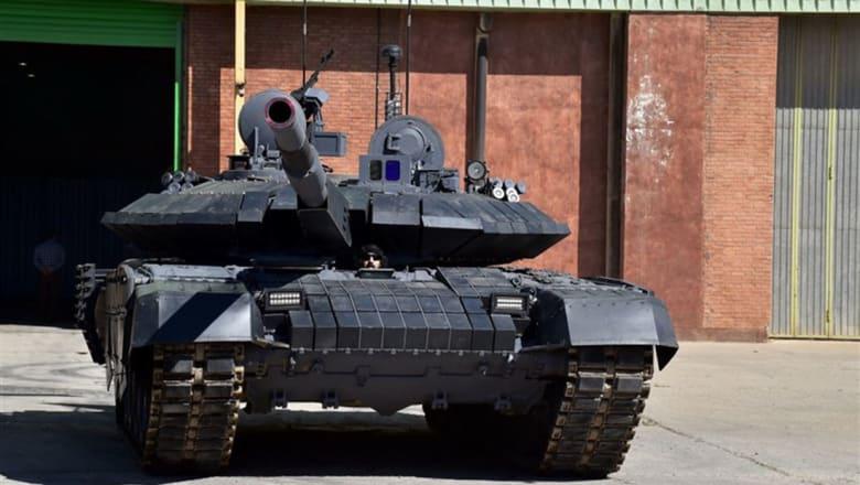 """إيران تكشف عن أول دبابة متطورة محلية الصنع.. تعرفوا على مواصفات """"كرار"""""""