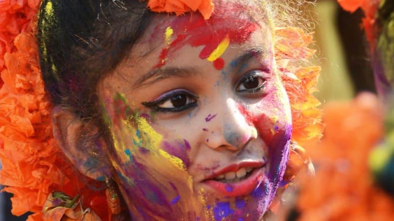 """هذا """"مهرجان الألوان"""" الأكبر في العالم"""