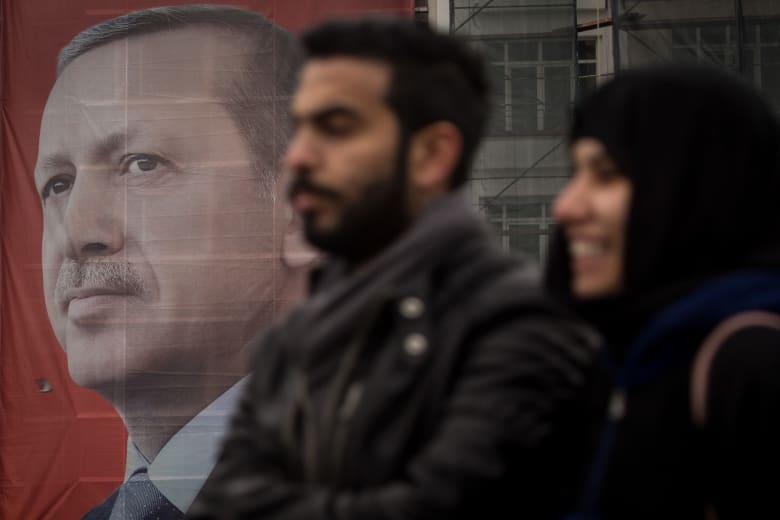 أنقرة تمنع عودة سفير هولندا من إجازته وتهاجم صحيفة سويسرية انتقدت أردوغان بالتركي