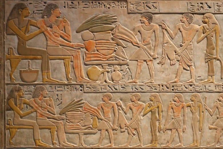 عزمي مجاهد ساخراً من الوزير السوداني: فرعون مصر كان قطري