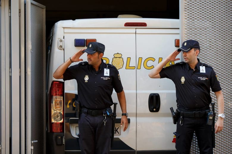 اسبانيا تعتقل ثلاثة مغاربة بتهمة تمجيد الإرهاب وتلقينه عبر الانترنت