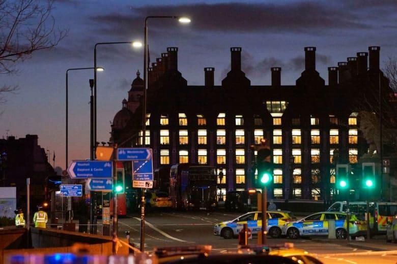 """شرطة لندن ترّجح تأثر منفذ الهجوم بـ""""الإرهاب المتعلّق بالإسلاميين"""".. وابن ترامب ينتقد صادق خان"""