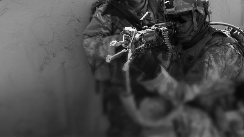 """لأول مرة.. إنزال جوي لقوات أمريكية قرب الرقة """"خلف خطوط"""" داعش في سوريا"""