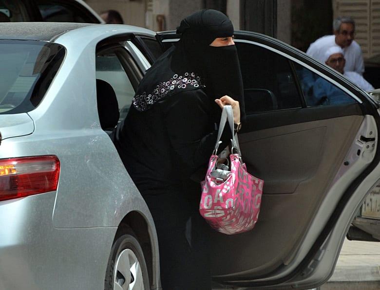 مجلس الشورى السعودي ينفي السماح للمرأة بقيادة السيارة