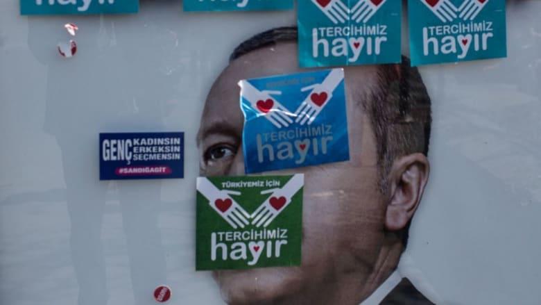 استفتاء تركيا.. معارضون: غيّروا قواعد اللعبة في منتصف المباراة.. وسنطعن في النتيجة