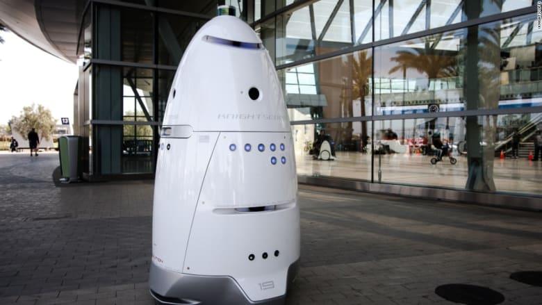هل تتعرّض الروبوتات للكره والتحرّش؟