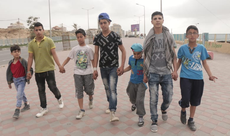 """أطفال غزة يصدرون """"أصواتا"""" غريبة للتعبير عن معاناتهم"""