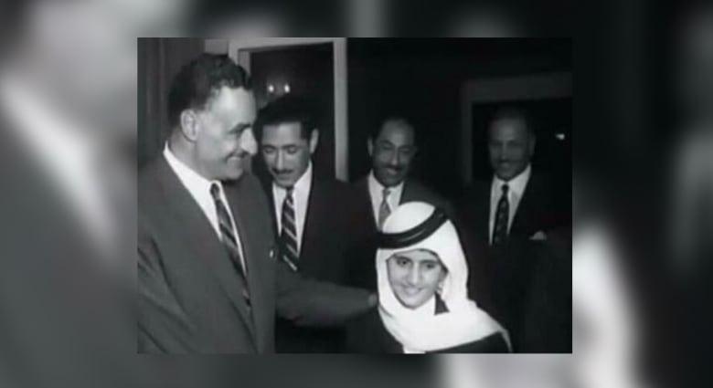 صورة نادرة لحاكم دبي الشيخ محمد بن راشد مع الرئيس جمال عبد الناصر