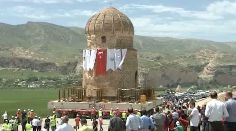 وزنه 1100 طن.. نقل ضريح أثري بالكامل في تركيا