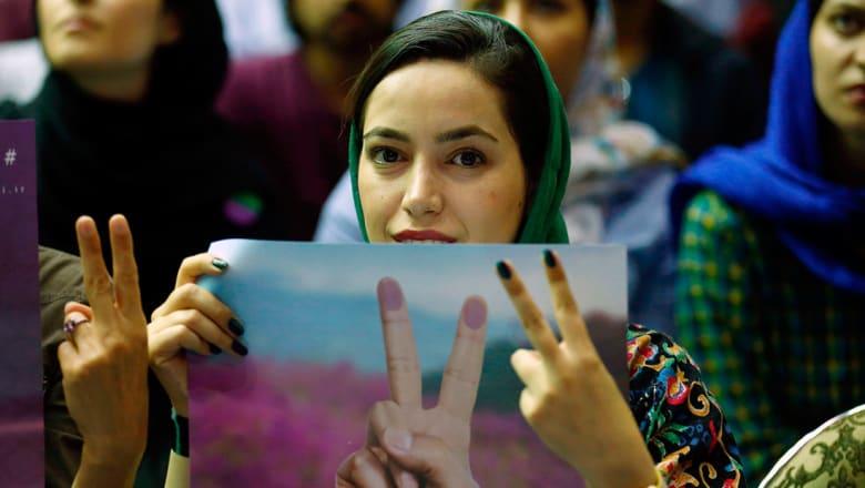 استطلاع رسمي بإيران يرجح كفة الإصلاحيين بالانتخابات ويتوقع مشاركة 67%