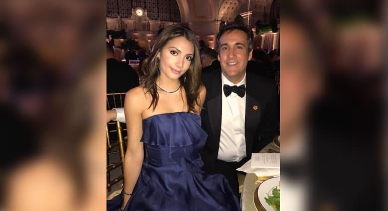 محامي ترامب يثير ضجّة بصورة لابنته بالملابس الداخلية
