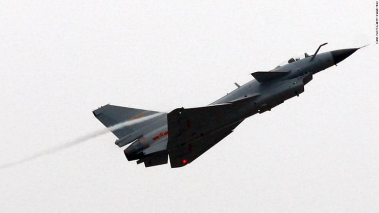 شاهد.. مقاتلات صينية تعترض طائرة عسكرية أمريكية