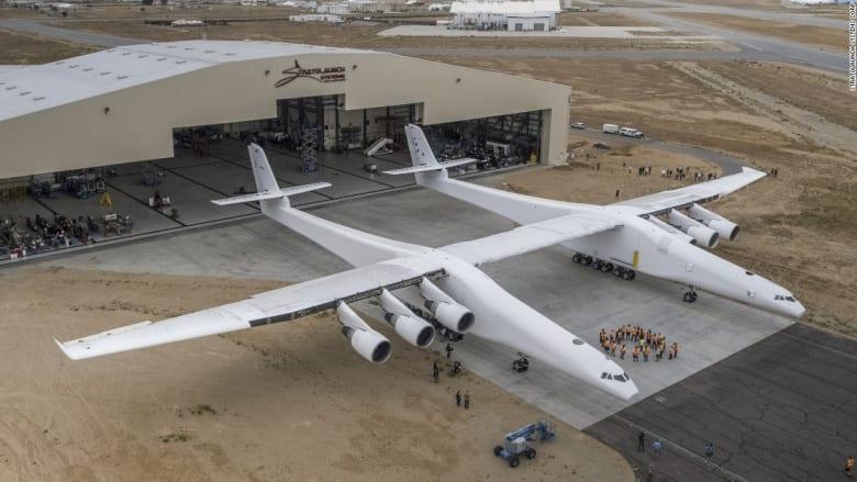 شاهد أكبر طائرة في العالم.. ستكون منصة لإطلاق صواريخ الأقمار الصناعية!