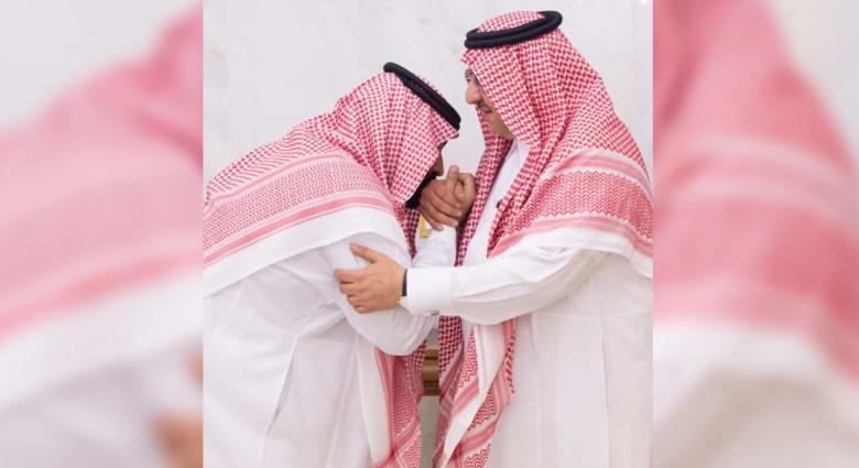 الملك سلمان يختار نجله ولياً للعهد ويعفي محمد بن نايف من مناصبه
