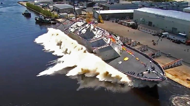شاهد.. لحظة إطلاق البحرية الامريكية سفينة حربية