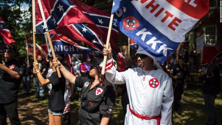 مواجهة بين محتجين ومظاهرة نظمتها جماعة عنصرية