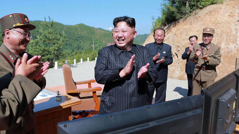 كوريا الشمالية تطلق صاروخا باليستيا عابرا للقارات