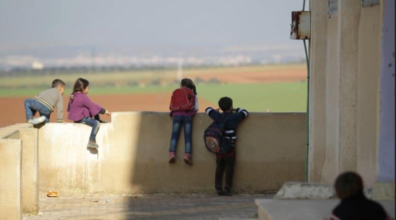 جورج وأمل كلوني يرسلان 3 آلاف طفل سوري إلى المدارس