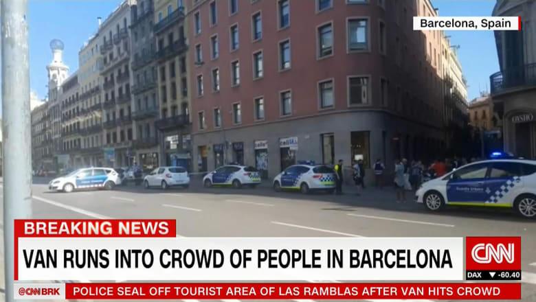 الشرطة الإسبانية: سيارة تدهس حشدا في منطقة سياحية في برشلونة.. وسقوط قتلى ومصابين