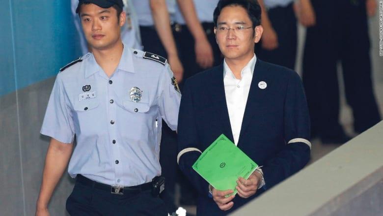 حكم بالسجن 5 سنوات على الرئيس السابق لسامسونغ بعد إدانته بتهم رشوة وفساد