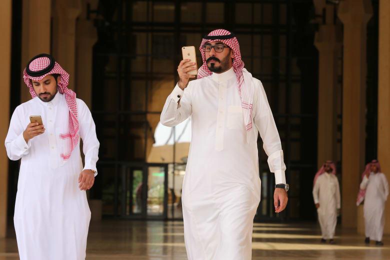كيف يرى الخريجون الجدد سوق العمل في السعودية؟