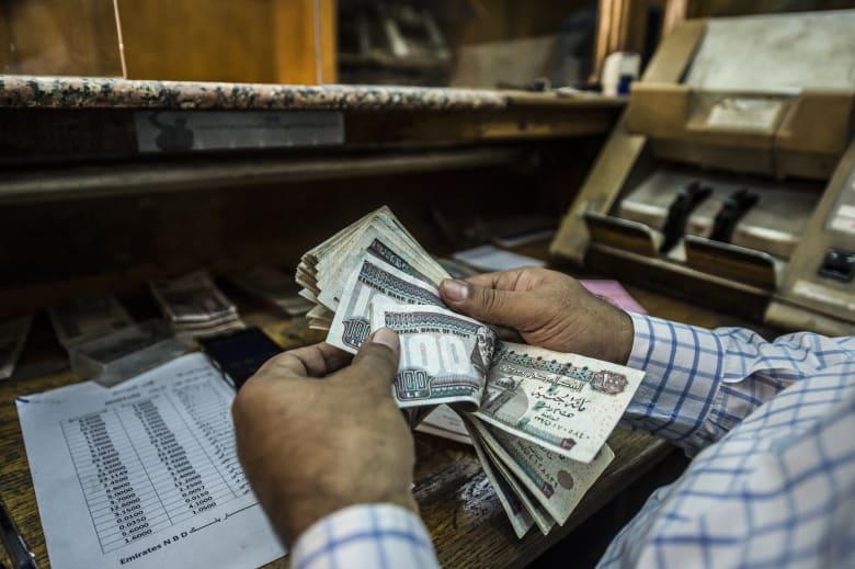 وزارة المالية المصرية: خفض الدولار الجمركي إلى 16 جنيهاً