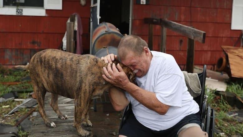 """مشاهد مؤثرة لـ""""جحيم"""" إعصار هارفي في أمريكا"""