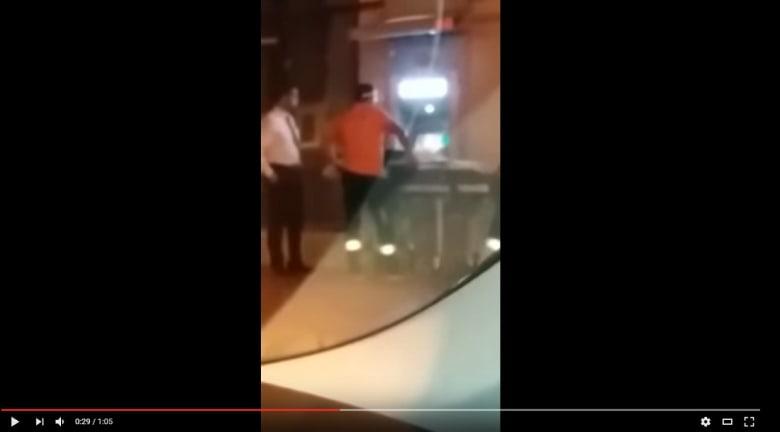 فيديو بالمغرب.. شخص فوق نقالة إسعاف يسحب النقودمن بنك بالشارع ووزارة الصحة توّضح