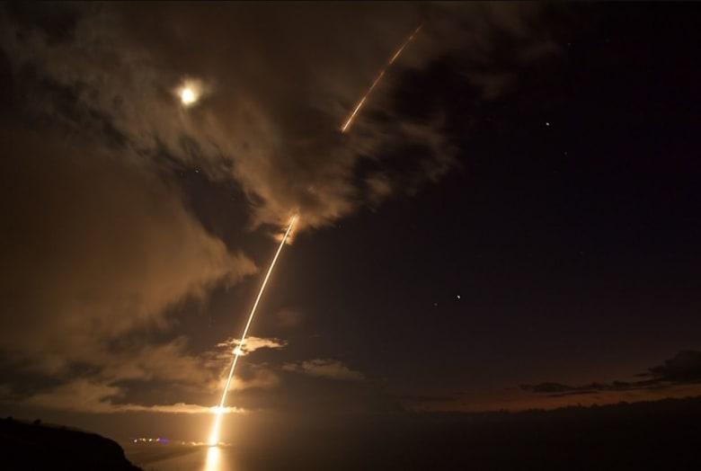 """بعد """"تهديدات"""" كوريا الشمالية.. أمريكا تختبر بنجاح اعتراض صاروخ باليستي متوسط المدى"""
