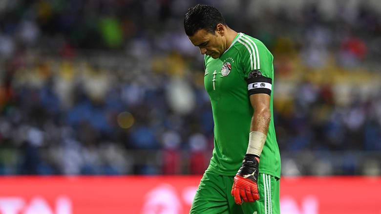 مصر تخسر من أوغندا وتفرط بصدارة مجموعتها في تصفيات كأس العالم