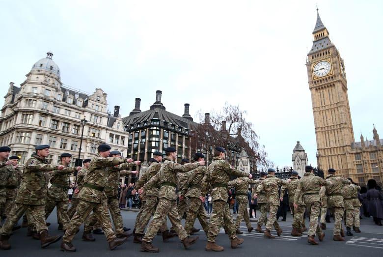 بريطانيا تعتقل عناصر بالجيش على خلفية مكافحة الإرهاب