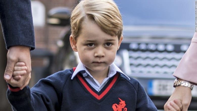 شاهد.. الأمير جورج في أول أيامه بالمدرسة