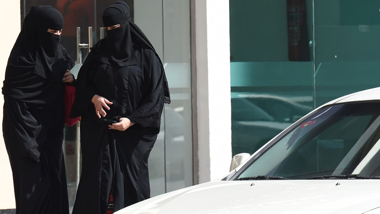 العفاسي يعيد نشر فتوى الالباني عن قيادة المرأة للسيارة