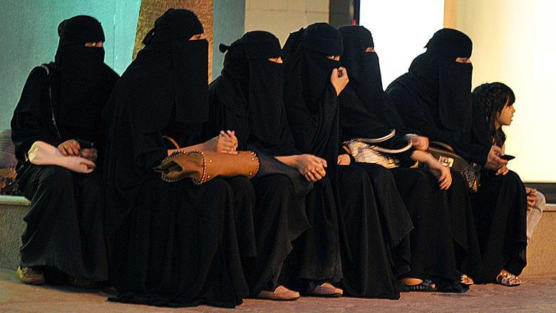 وزير إعلام السعودية: قيادة المرأة ستحدث نقلة نوعية وتزيل مخاوف افتراضية