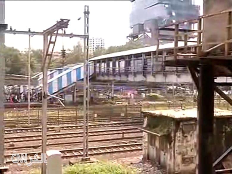 شاهد.. قتلى وجرحى في تدافع بمحطة قطارات في الهند