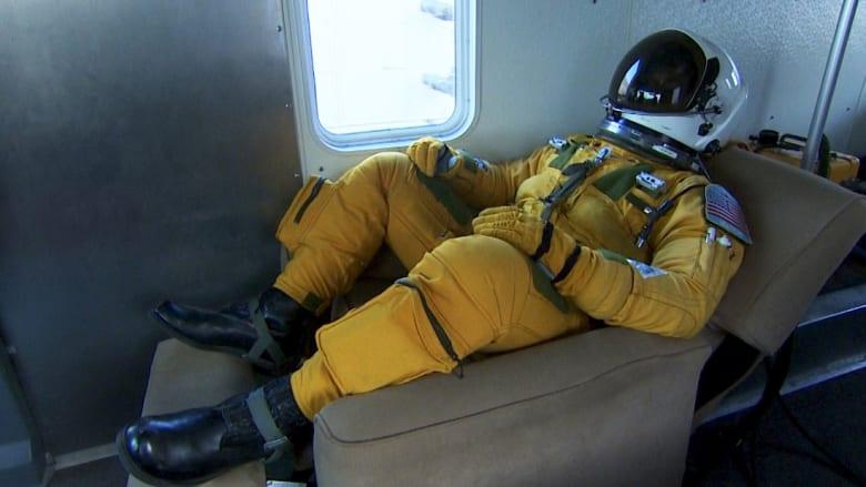 """لماذا يرتدي طيارو الـ""""U2"""" بزة فضاء أثناء التحليق؟"""