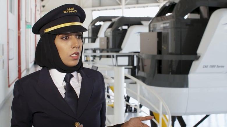 """شاهد.. هذه واحدة من أوائل قائدات الطائرات في """"الاتحاد"""""""