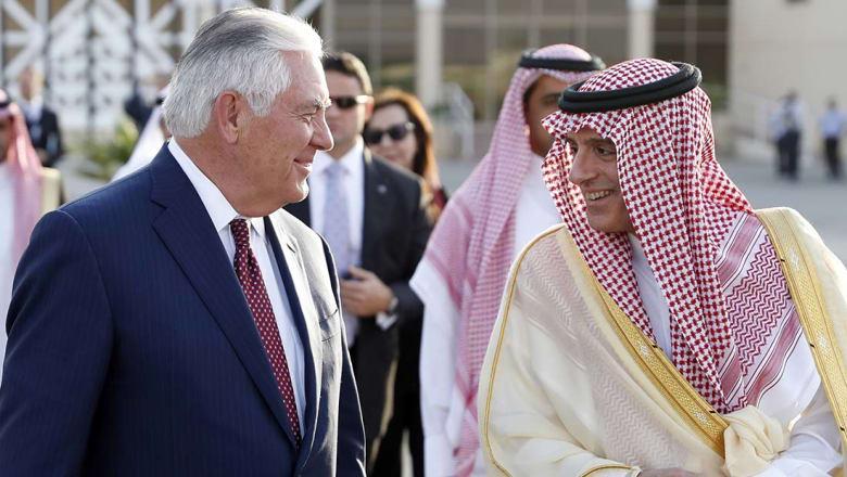 الجبير: المشاورات جارية حول الخطوات القادمة تجاه قطر.. وتيلرسون: نأمل اللجوء للحوار