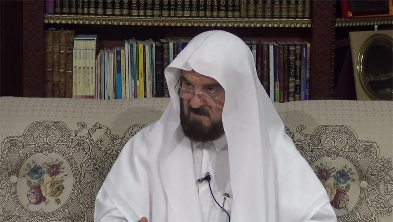 قيادي باتحاد يرأسه القرضاوي يرد على ضاحي خلفان: أليست هذه الدعوة إرهابا؟