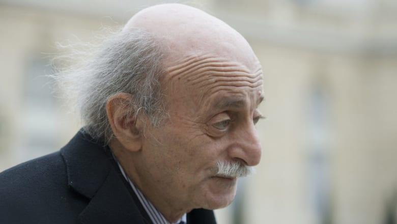 وليد جنبلاط يسخر من صور العرَق اللبناني بقصر علي عبد الله صالح