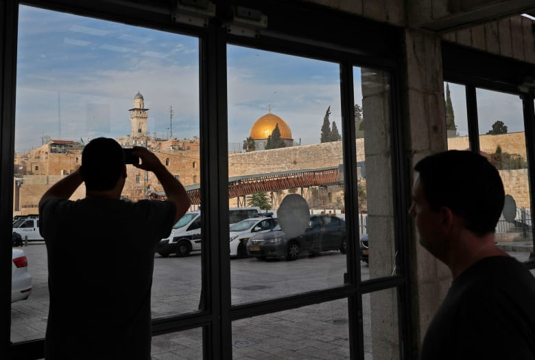 مسؤولون: ترامب سيعترف بالقدس عاصمة لإسرائيل مع دعم حل الدولتين
