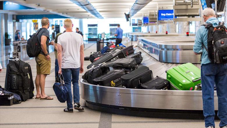كم بلغت كلفة الوزن الزائد لحقائب المسافرين  بأمريكا خلال شهرين فقط؟