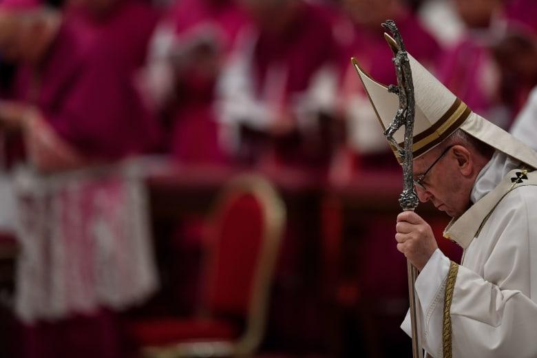 البابا فرانسيس يركز على المهاجرين بقداس عيد الميلاد