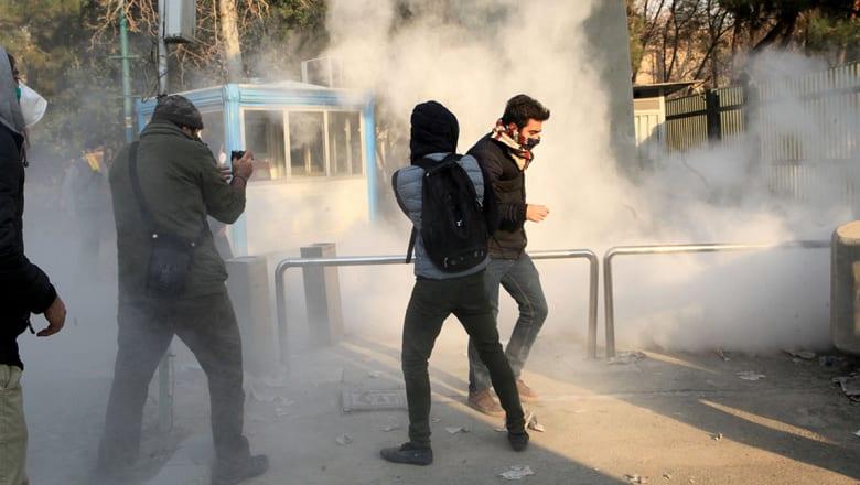 """السلطة الإيرانية تتهم """"طرفا ثالثا"""" بقتل المتظاهرين.. ورجوي تعتبرهم """"شهداء طريق الحرية"""""""